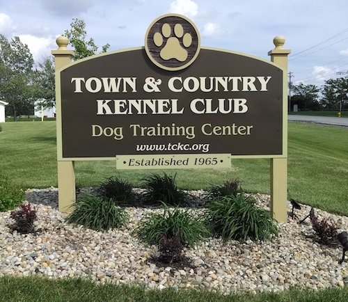 Town and Country Kennel Club Welcome Sign